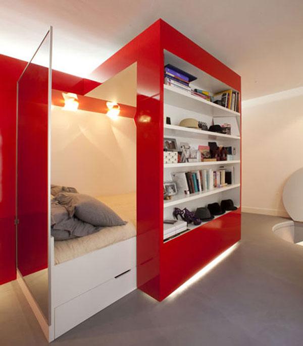 Яркий стеллаж с выдвижным спальным местом