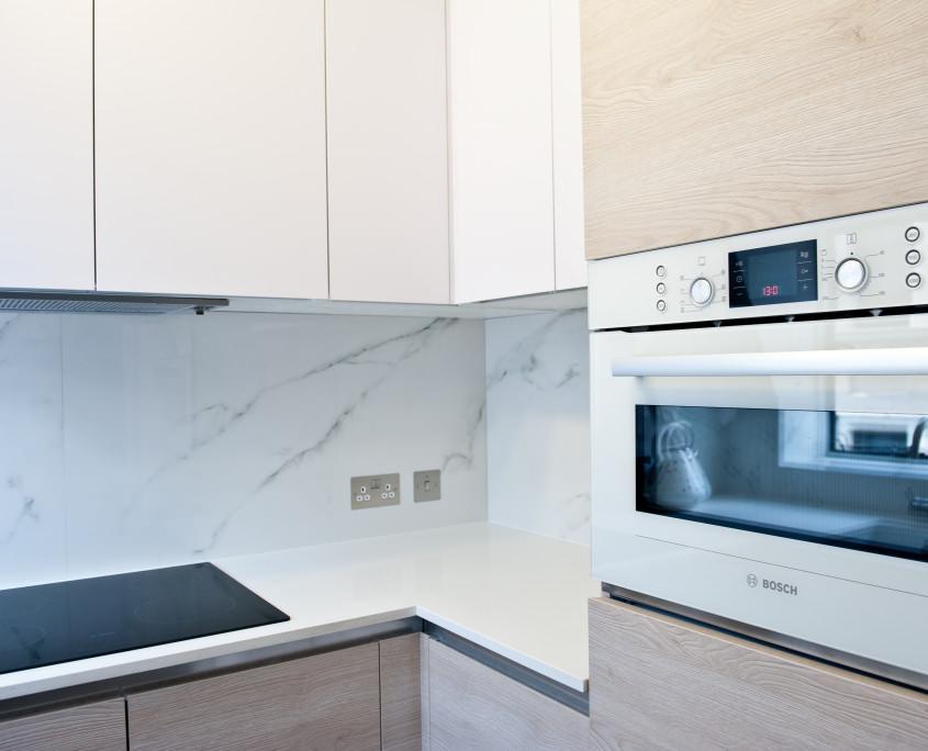 Расположение бытовой техники и рабочей поверхности на кухне