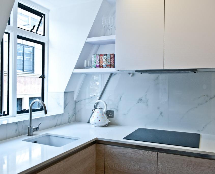 Мраморная отделка стен кухни