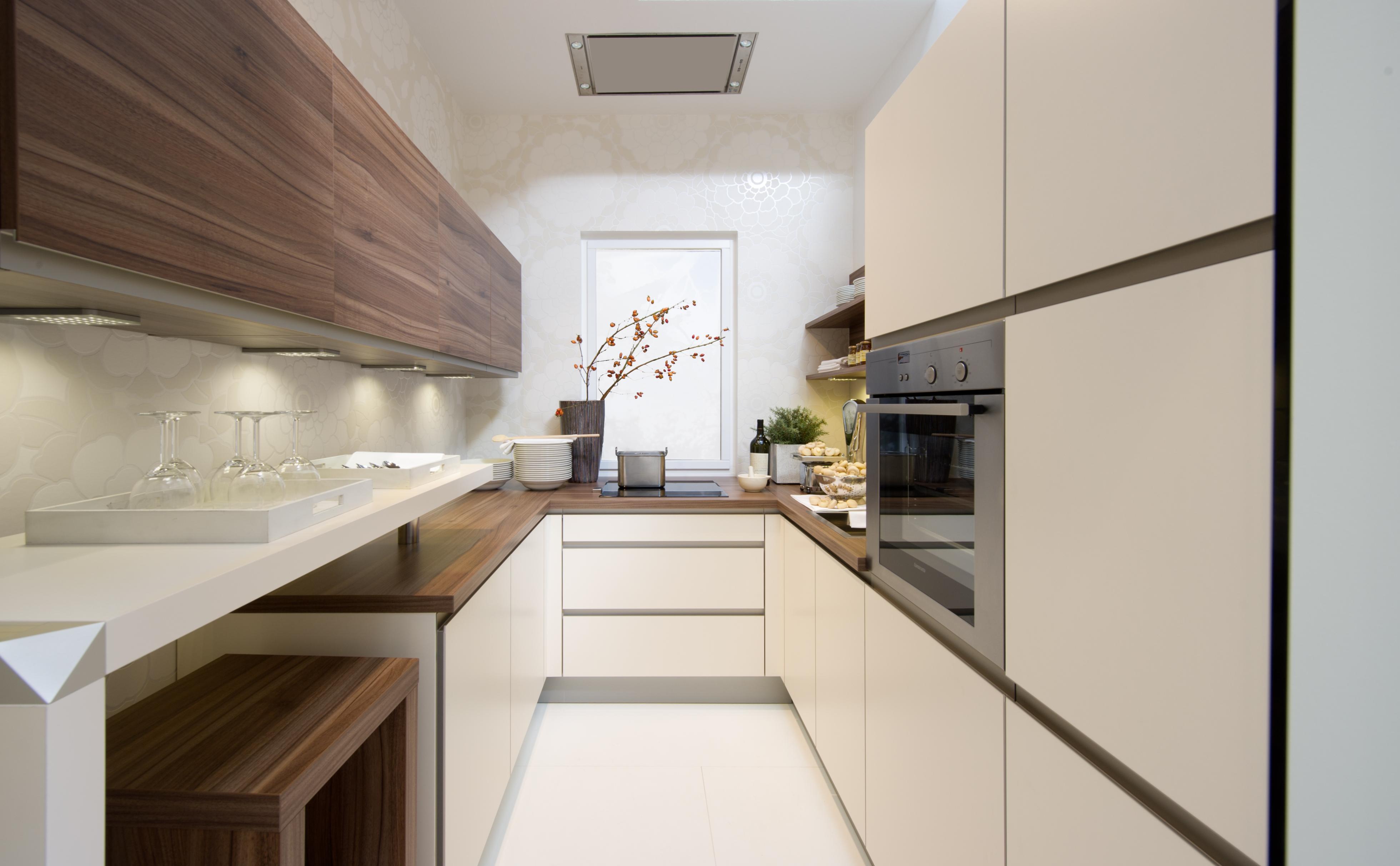 Дизайн узкой длинной кухни: планировка, интерьер на фото + в.
