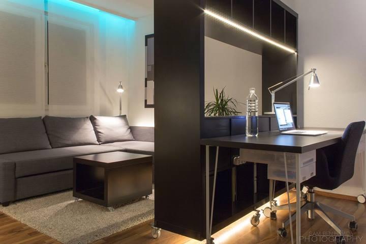 Кабинет и гостиная небольшой квартиры-студии
