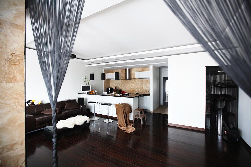 Обустройство кухни и барной стойки в дизайне маленькой комнаты