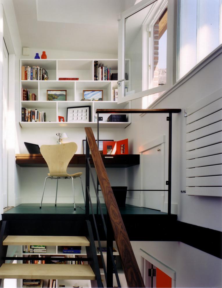 Маленький кабинет на втором уровне
