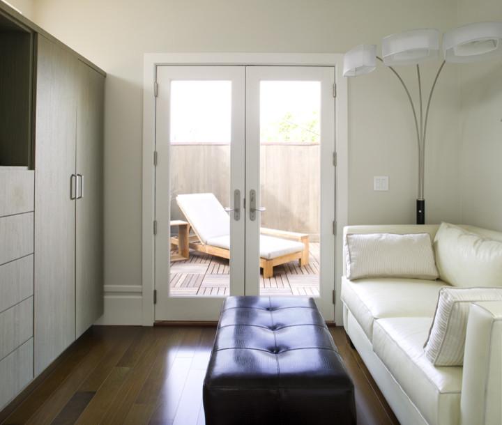 Стеклянные двери в гостиной