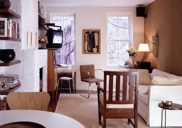Небольшая гостиная с камином