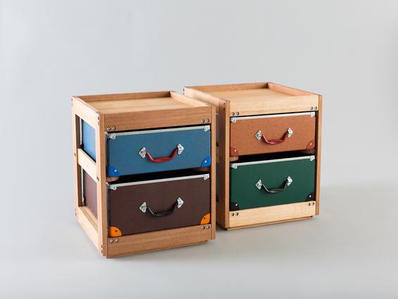 Тумбочки с выдвижными ящиками