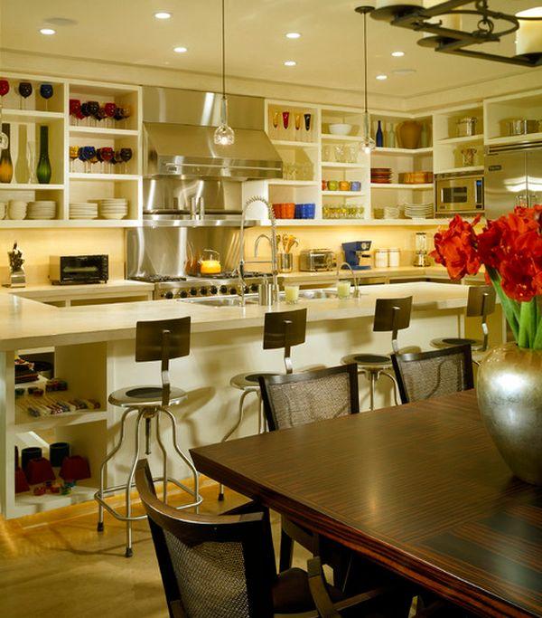 Открытые стеллажи на кухне