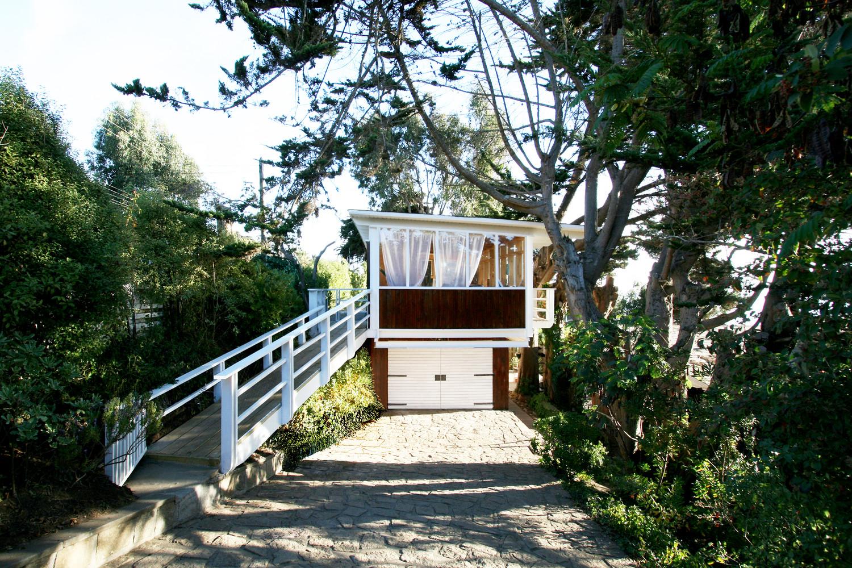 Современный дизайн дома с гаражом в Чили