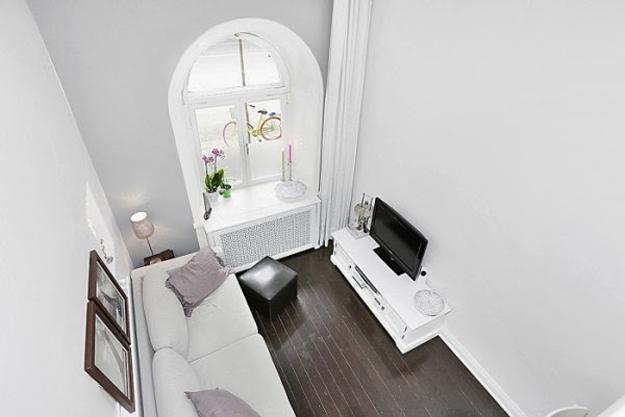 Двухуровневая квартира-студия в белом цвете