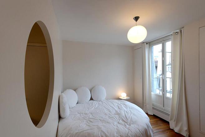 Спальня оригинальной студии в Париже