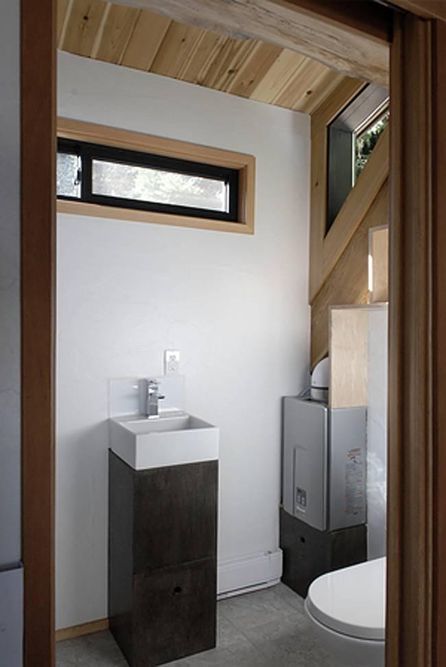 Интерьер дома на колёсах. Ванная комната на первом этаже -фото 1
