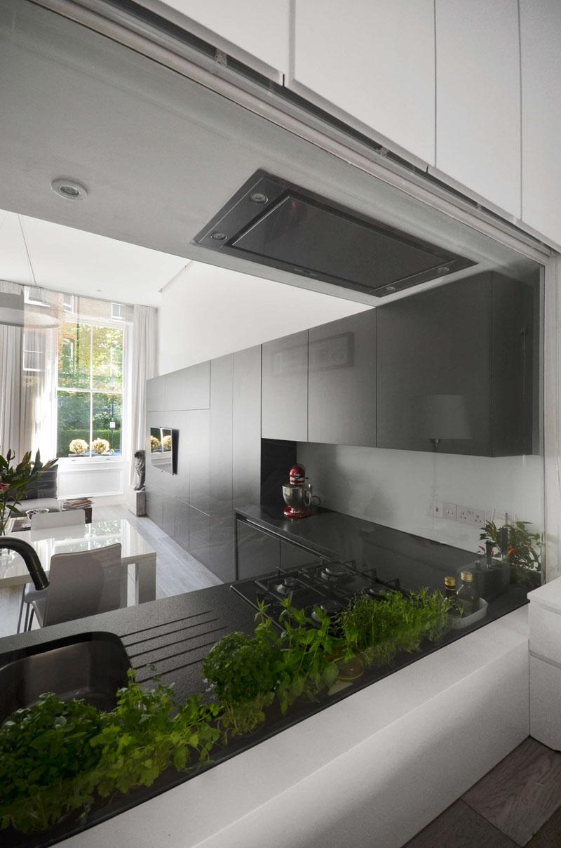 Кухонный уголок в чёрном цвете
