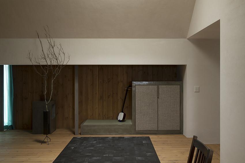 Обеденная зона в современном маленьком доме