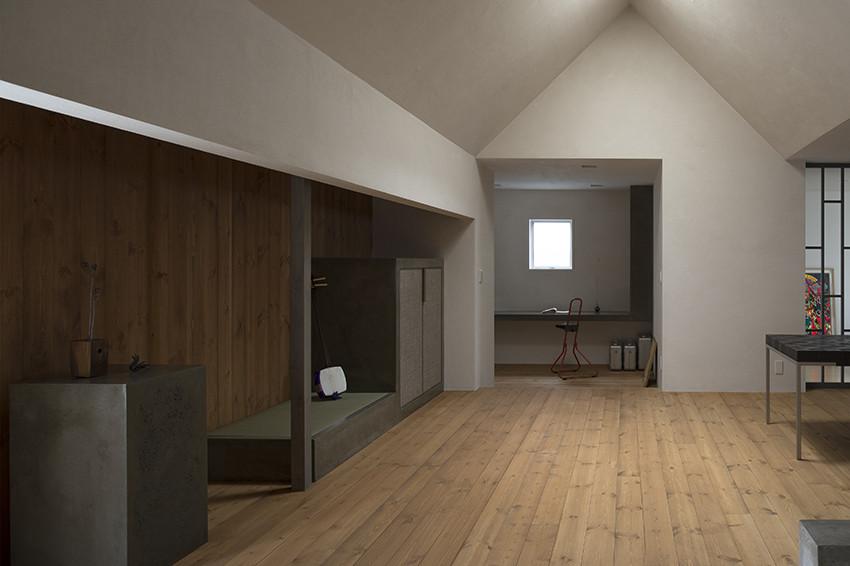 Высокие потолки в современном маленьком доме