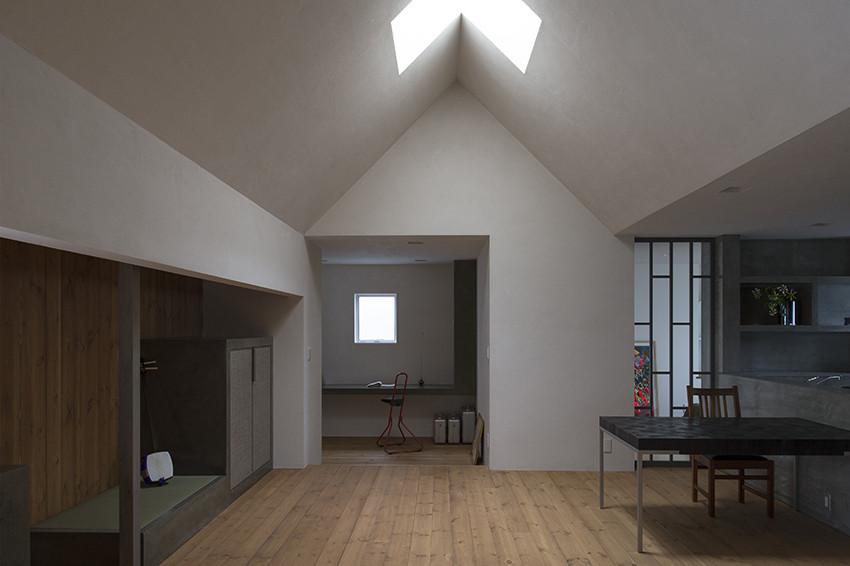 Столовая и гостиная современного маленького дома