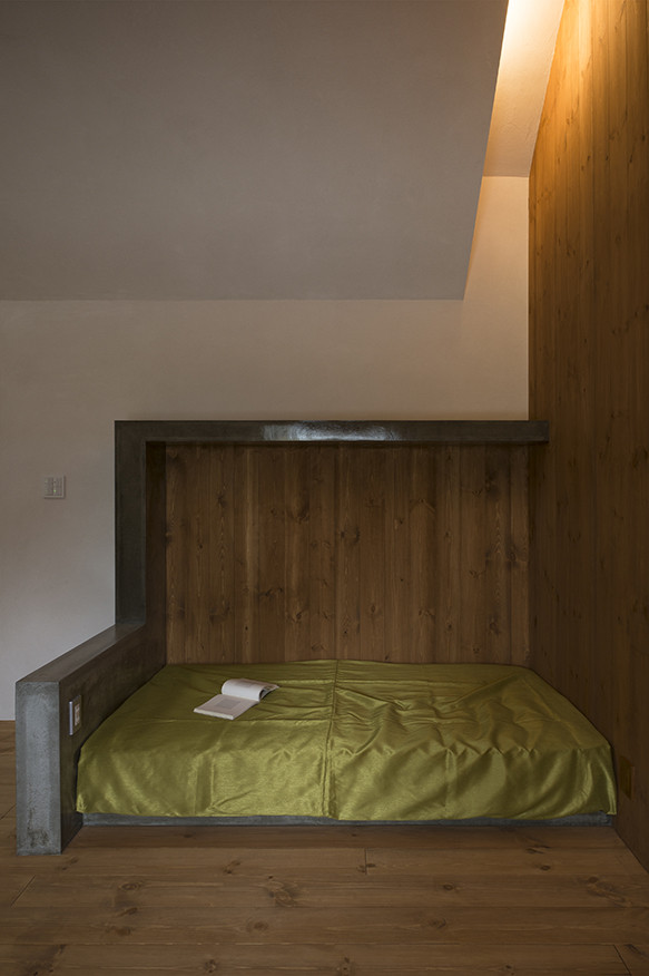 Спальное место в современном маленьком доме