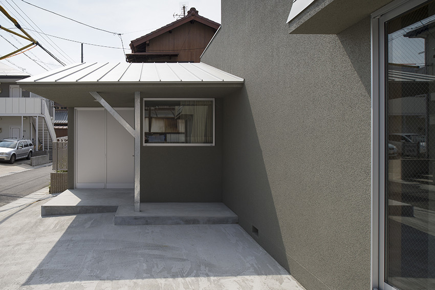 Фасад современного маленького дома