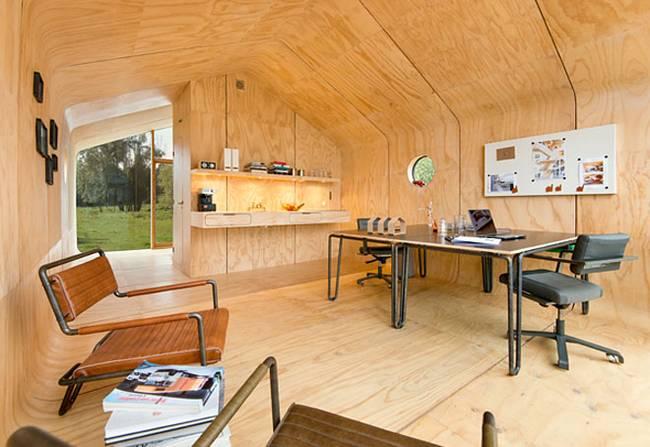 Проект маленького жилого дома. Основное пространство может служить рабочим местом…