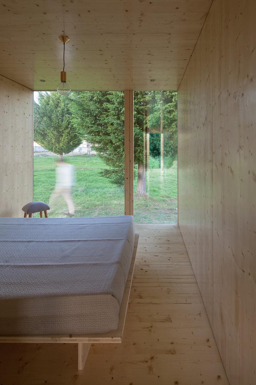 Необычный экстерьер дома. Вид из спальной комнаты