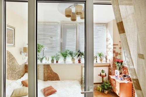 Оригинальная спальня на балконе