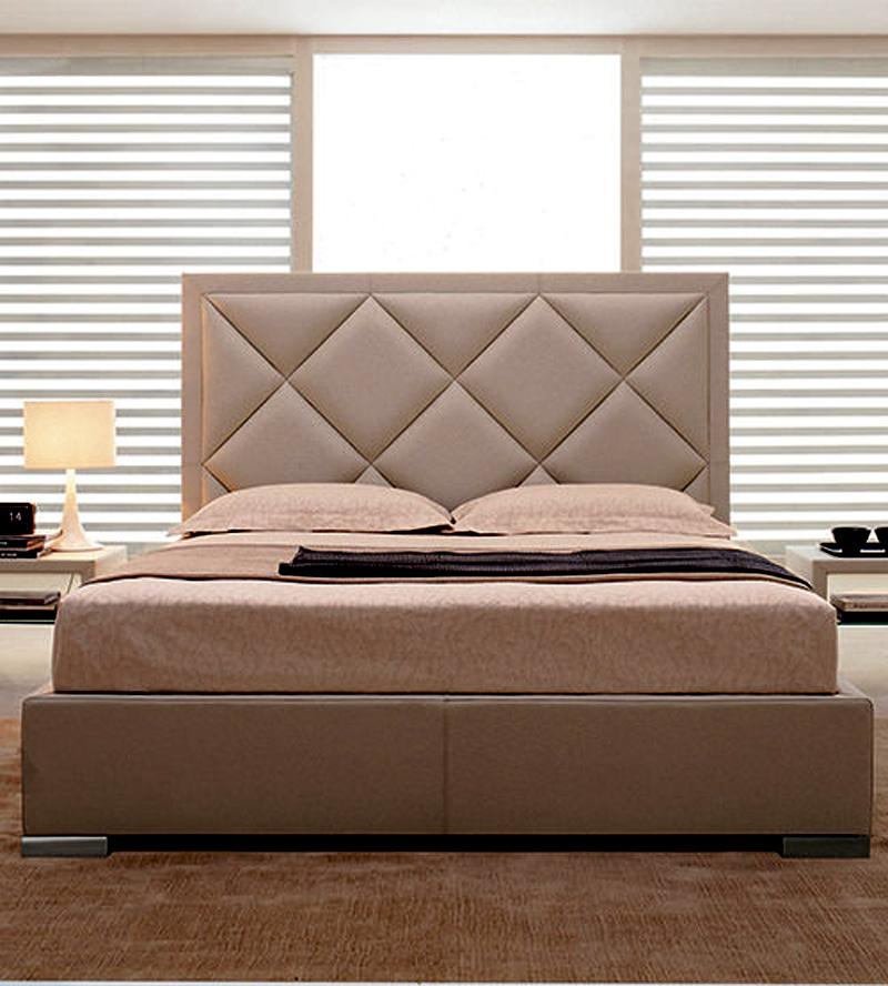 Кровать с большим изголовьем