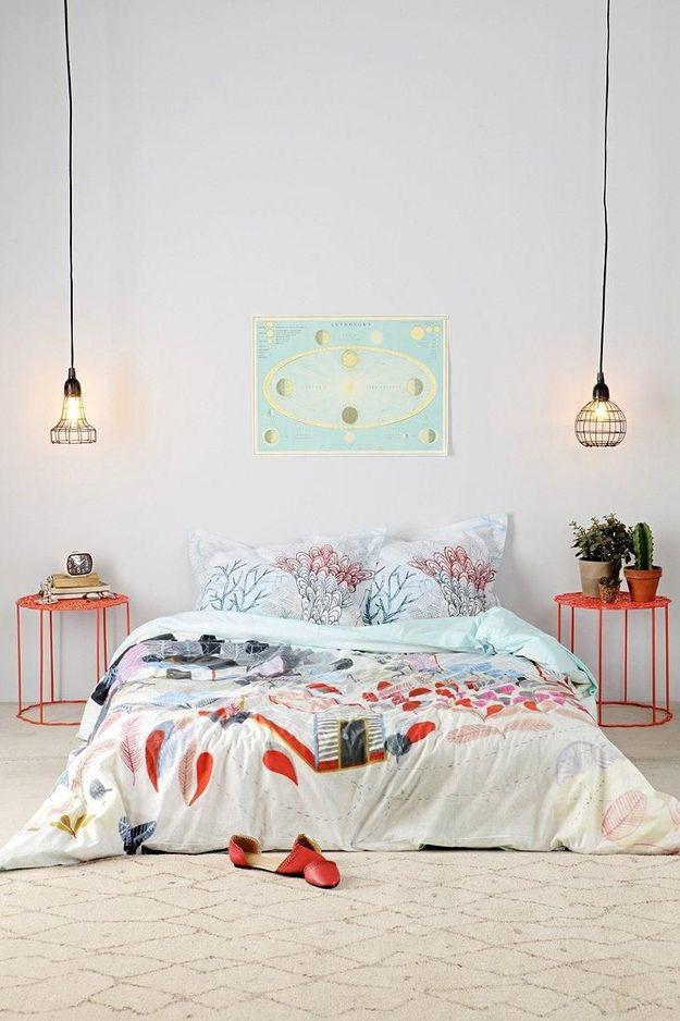 Лампочки над прикроватными столиками