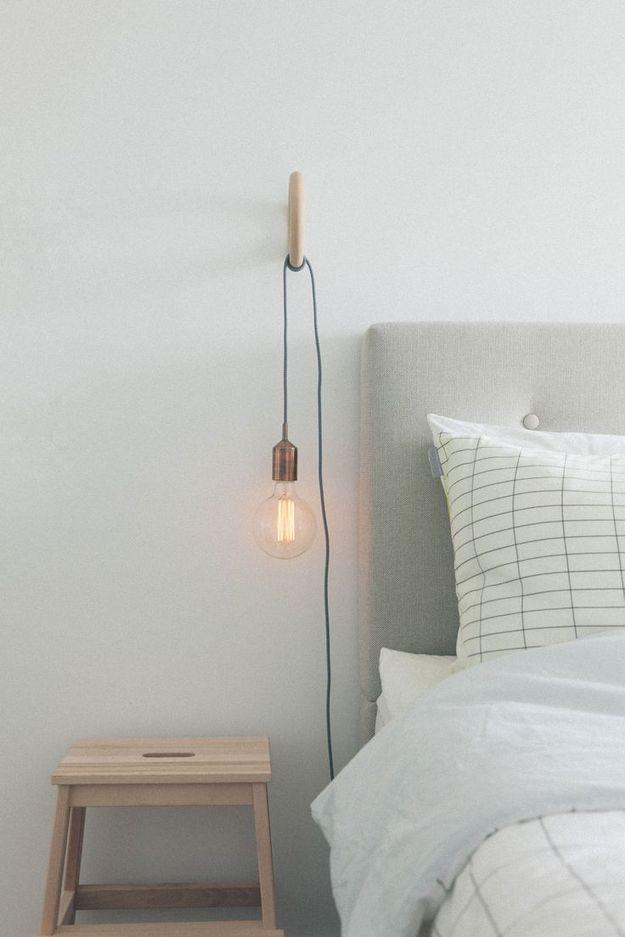 Лампочка у кровати