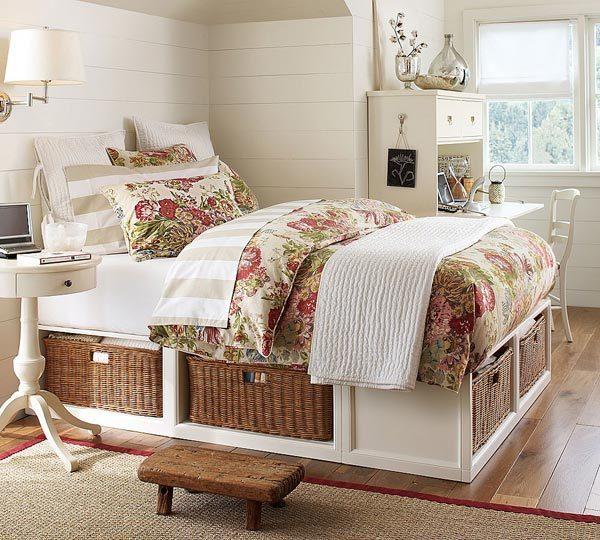 Плетёные корзины под кроватью