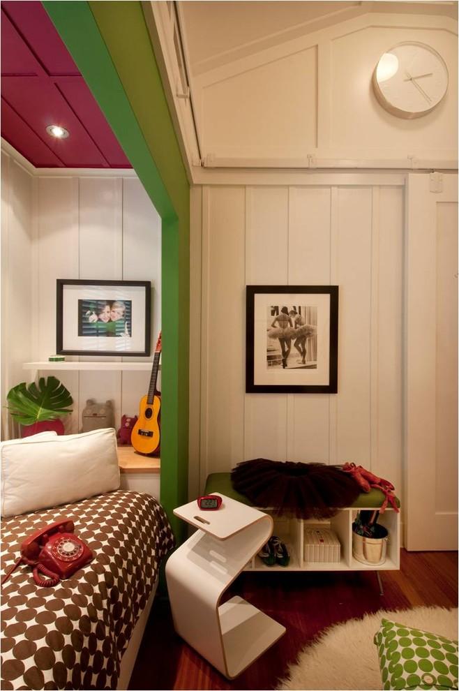 Многофункциональная тумбочка у кровати