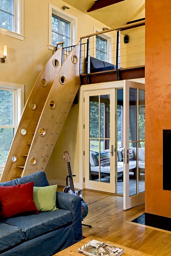 Оригинальная лестница на второй уровень