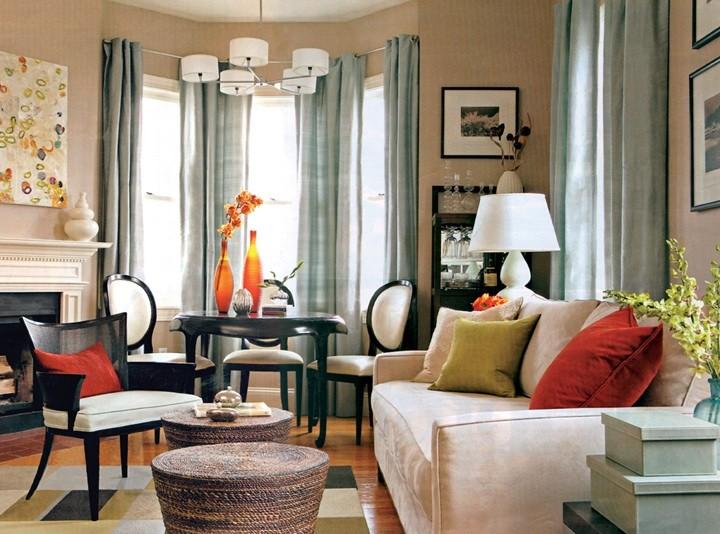Обеденный стол в гостиной