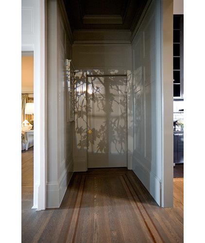 Дверь под цвет стен