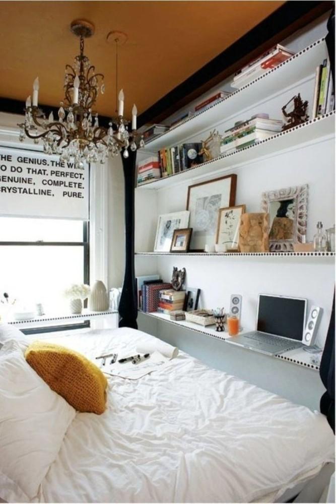 Изысканная люстра в спальне