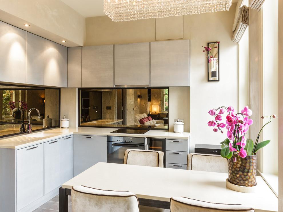 Кухня стильной малогабаритной квартиры