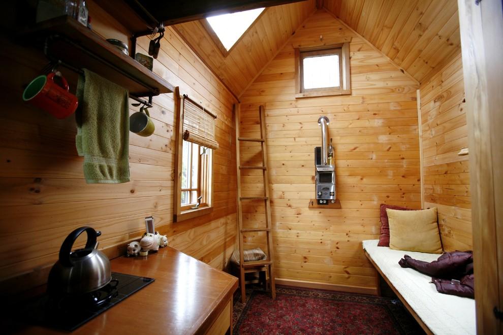 Маленький деревянный коттедж