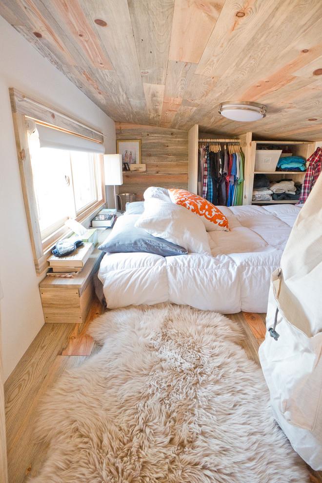 Спальня под потолком