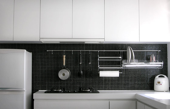 Кулинарные принадлежности на кухонном фартуке