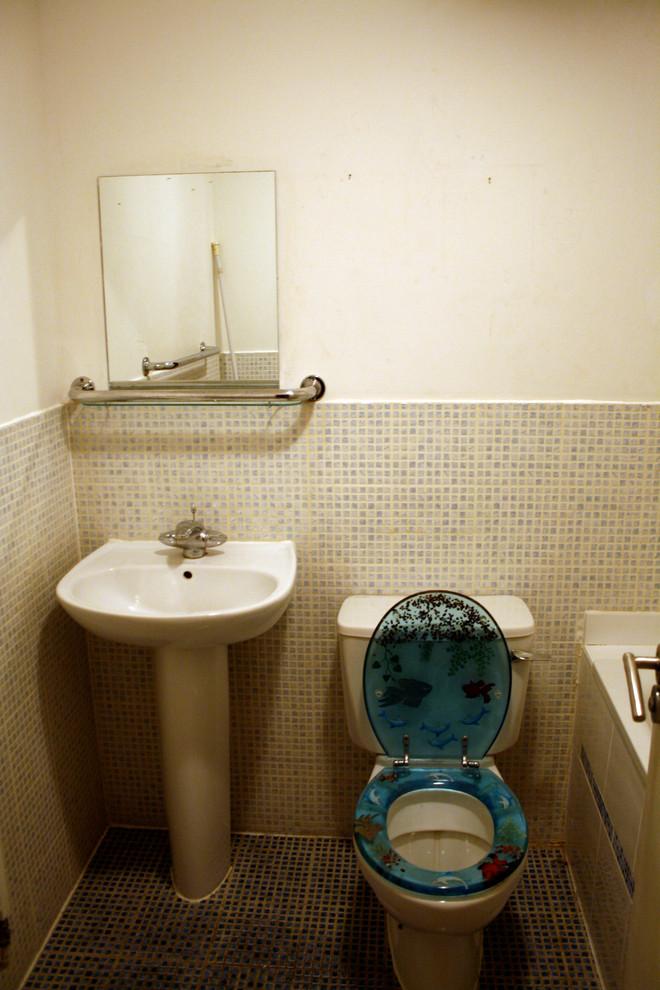 Санузел маленькой квартиры до ремонта