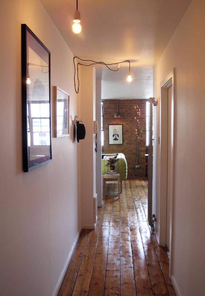 Коридор маленькой квартиры в Лондоне