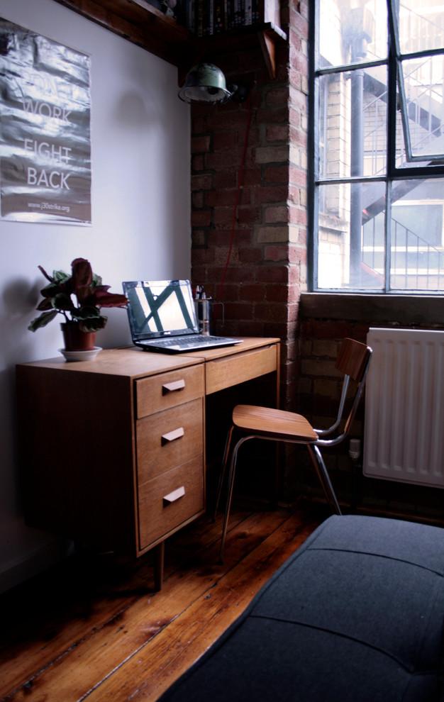 Кабинет маленькой квартиры в Лондоне