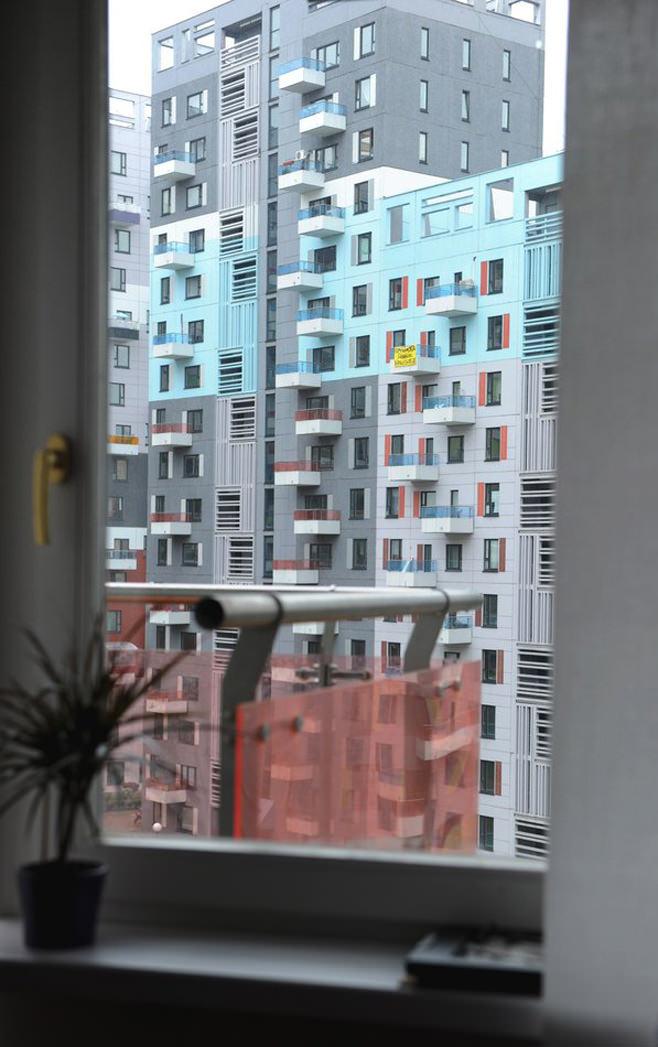 Вид из окна стильной квартиры-студии