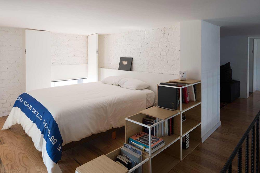 Спальня в маленькой однокомнатной квартире