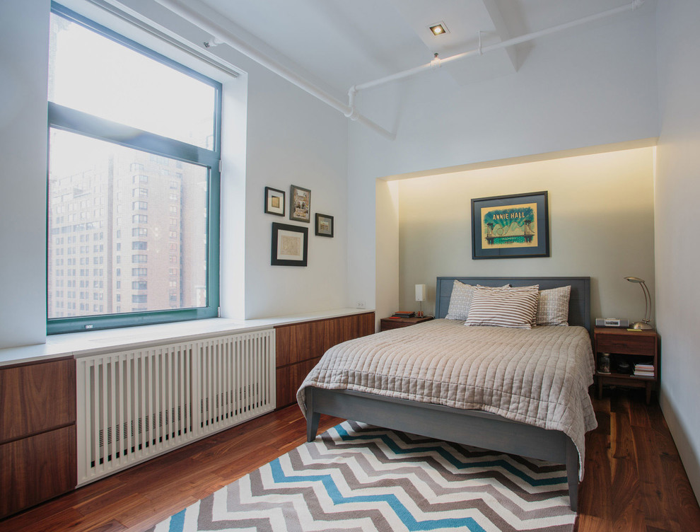 Спальня стильного дуплекса на Манхеттене