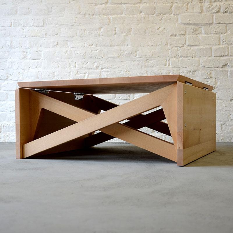 Необычный стол для маленькой квартиры
