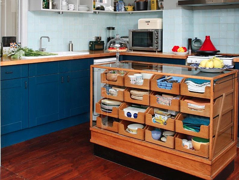 Кухонный остров с выдвижными ящиками
