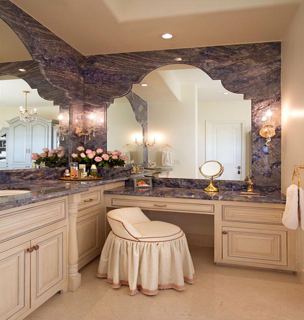 Женский будуар в мраморной ванной