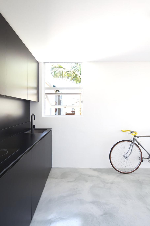 Кухня в апартаментах Mighty Mouse от Николаса Гарни