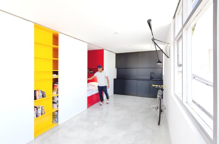 Спальное место в апартаментах Mighty Mouse от Николаса Гарни