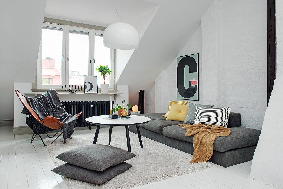 Мягкая мебель в интерьере маленького дома