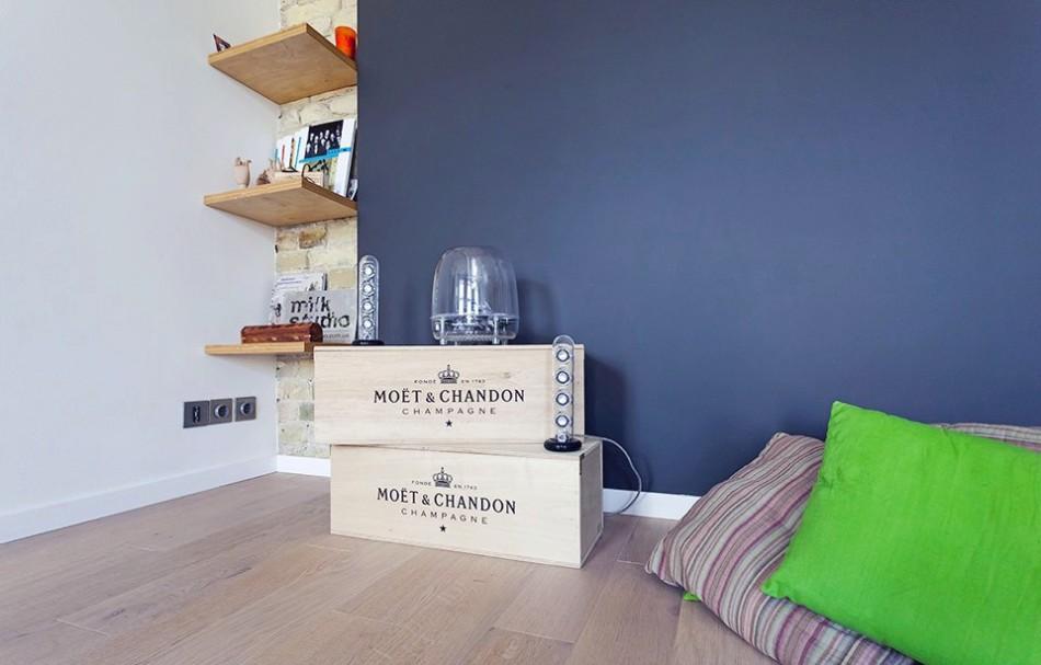 Необычные полки и декоративные элементы в однокомнатной квартире